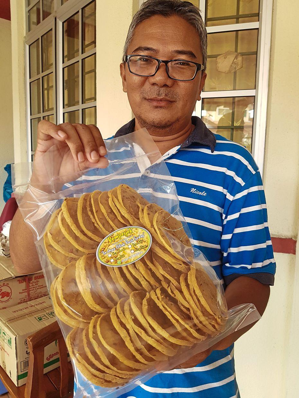 Zamri now sells Javanese crackers on Klang i-Plaza website.