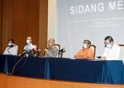 Dr M slams brief Parliament sitting