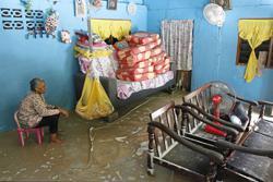Flash floods ruin Raya preparations