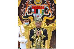 King leads rare standing ovation honouring frontliners