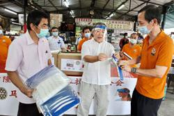 Association donates 10,000 face shields to hawkers