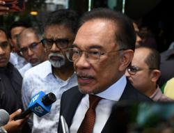 Anwar on Riza Aziz case: Stole 10 chickens? Just return one and you'll be fine