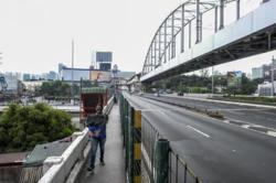 Philippines economic team slashes budget for infrastructure