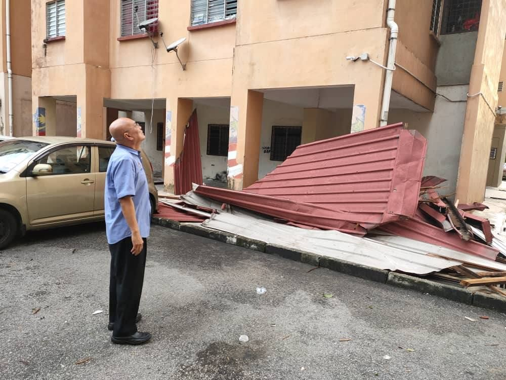The roofs of the PPR Air Panas flat had fallen off to the parking lots and playground.