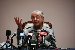 Mahathir disputes ROS' stance on Bersatu chair