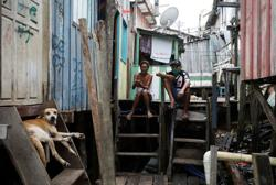 Catholic priest gives out masks in coronavirus-stricken Amazon favela