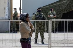 Serbian soldiers guard migrant camp near Croatia border