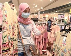 Retailers seeing a return of shoppers in malls