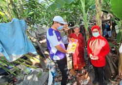 Help pours in for elderly couple living at dumpsite