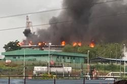Bomba successfully extinguishes storage tank blaze at PD oil refinery