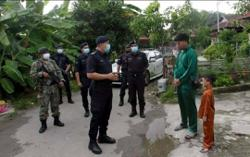 Police and army 'visit' 200 houses in Ayer Itam on first day of Raya