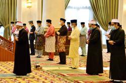 King performs Aidilfitri prayers at Istana Negara