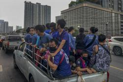 Some 10,000 Myanmar migrant workers in Thailand plan to return home via southern border