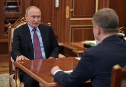 Putin back in Kremlin, Russia looks to ease lockdown in some regions