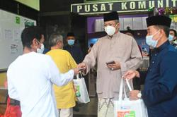 KL's derelicts at two shelters not forgotten during Raya