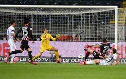 Frankfurt rally late to draw with Freiburg and stem losing run