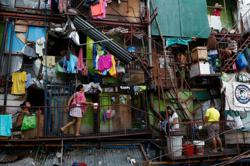 In Philippine slums, heat, hunger take a toll under Covid-19 lockdown