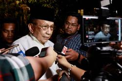 Rais tells Dr M to quit politicking
