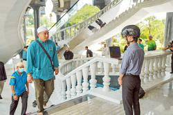Brunei uses smart helmets to scan body temperature at mosques