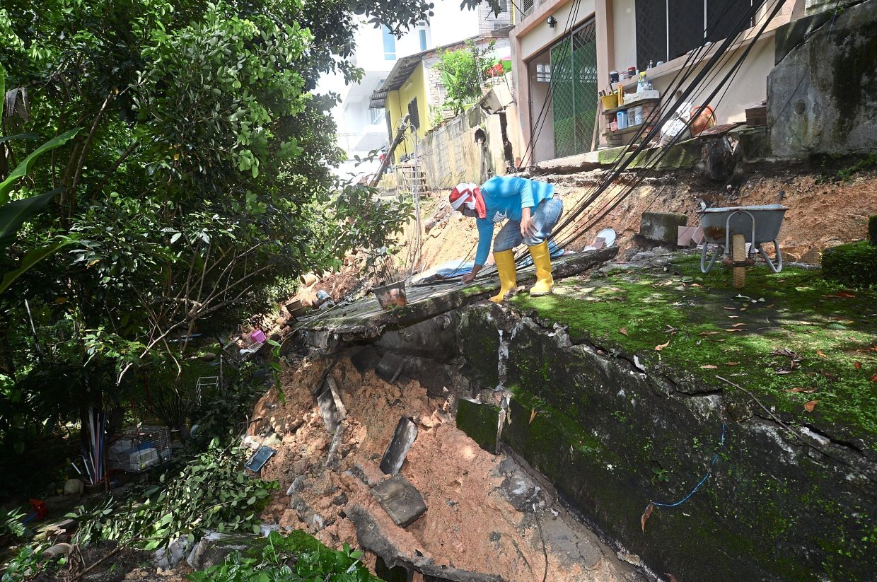 Residents flee as retaining wall collapses