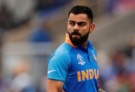 Winning Dhoni's trust key to getting India captaincy - Kohli