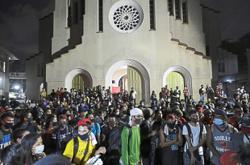 Returning Filipinos stranded