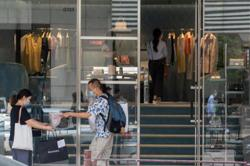 Hong Kong's retail sales continue to slump in April
