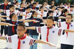 400,000 students head back to class in Beijing