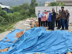 Ipoh resident enraged at order to vacate home due to soil erosion at back of house