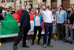 Italy's opposition parties flout social distancing rules at rally in Rome