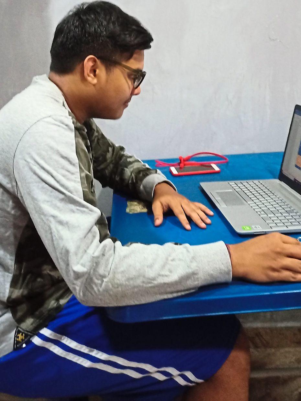 Vigneswaran studies online during the MCO/CMCO. Photo: Vigneswaran Krishna Murthy Thevar