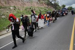 African, Haitian migrants in Honduras defy border closure in attempt to reach U.S.