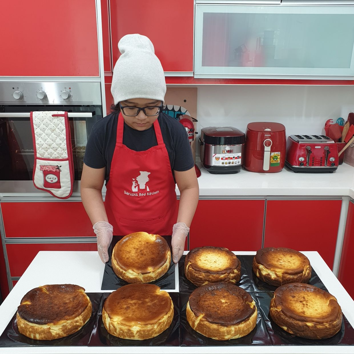 Danish, who has never had formal cooking lessons, often shares recipes like baked cheesecake on social media.