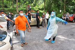 Cheras flats residents undergo swab tests