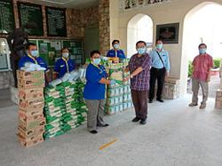 Families of needy Ipoh students get food aid