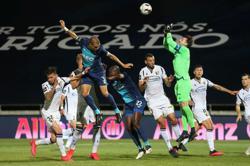 Leaders Porto suffer shock defeat as Primeira Liga returns