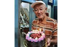 Belated 69th birthday celebrations for KL coffeeshop owner