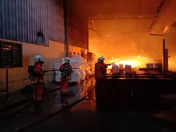 Firefighters put out blaze at furniture factory