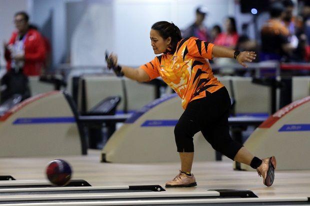 Bowler Shalin Zulkifli goes the extra mile to help others.