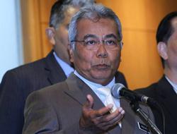 Redzuan quashes talk of quitting Cabinet