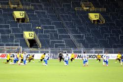 Hertha and Dortmund players kneel in tribute to George Floyd