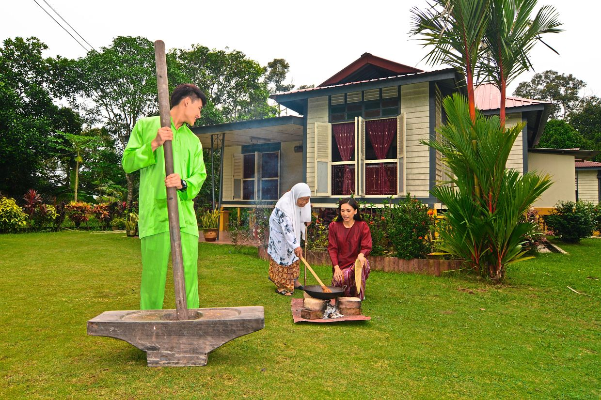 Have you always wanted to experience life in a traditional Malaysian village? Then a local homestay or kampungstay experience is just for you. — Tourism Malaysia
