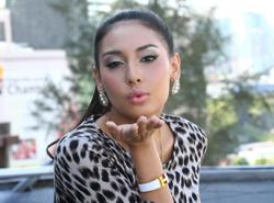 Actress Zarina Anjoulie wants judgement in default after no-show by Amyza Aznan over defamation suit