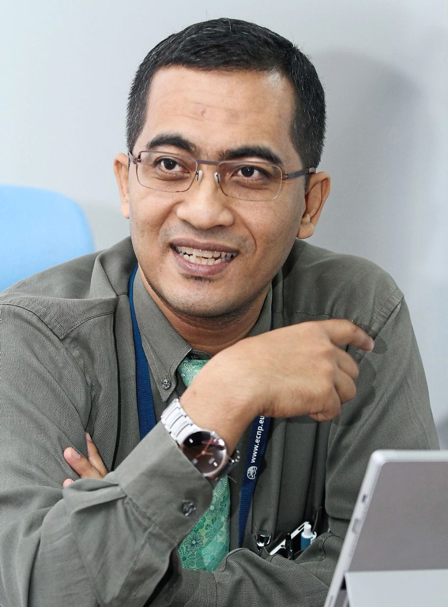 Universiti Malaya Department of Psychological Medicine Assoc Prof Dr Muhammad Muhsin Ahmad Zahari suggested that teachers should conduct sharing sessions to learn from each other and that the Parent-Teacher Associations could recruit volunteers to help teachers implement the SOPs in school.