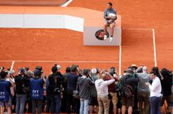 French Open pushed back one week, includes qualifying draw