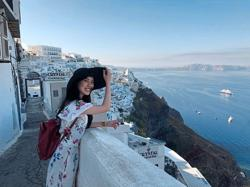 Malaysian traveller finds love in the air in Santorini