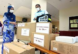 Star Foundation donates medical equipment to Kluang hospital