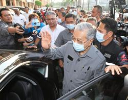 Will Dr Mahathir bend a knee to Anwar?