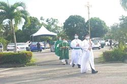 Miri Catholics celebrate first mass after three months in a 'drive-in' way