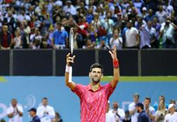 Djokovic wins compliment from James for basketball skills